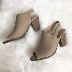 Naturalizer Mules Ankle Strap Sz:7 career fall